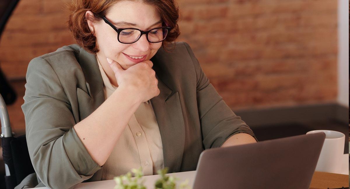 entrevista-de-trabajo-exitosa-videollamada-skype-internet